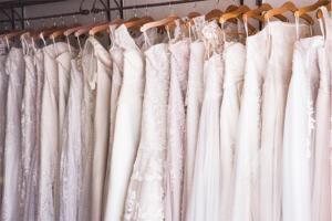 Nettoyage et pressing des robes de mariées Au Service du Linge